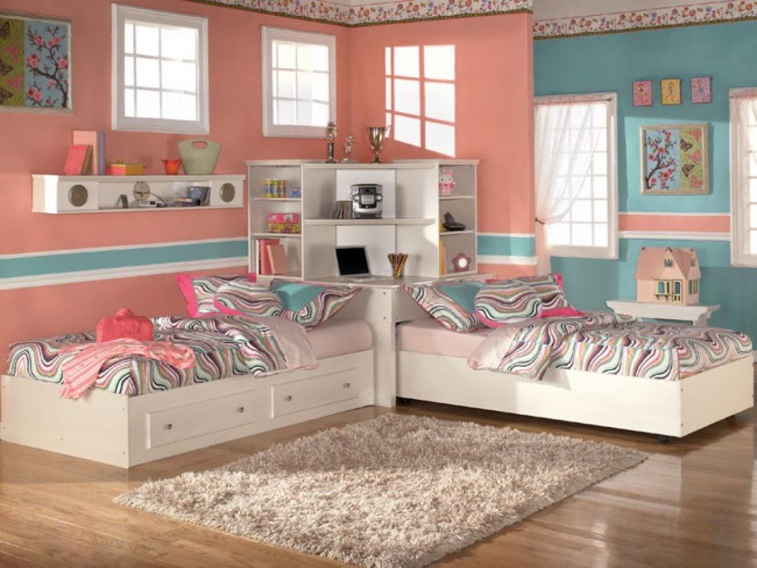 Mẫu phòng ngủ có giường kê góc cho 2 bé gái cá tính